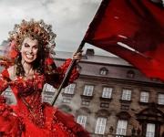 Anne Marie Helger skulespiller med politiske undertoner og en fantastisk humor