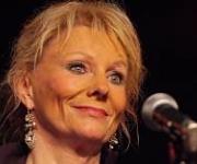 Annika Hoydal sangerinde fra Færøerne. Booking af Annika Hoydal tlf. 97127811
