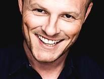 Jakob Sveistrup sanger og vinder af Dansk Melodi Grand Prix med sangen Tænder på dig