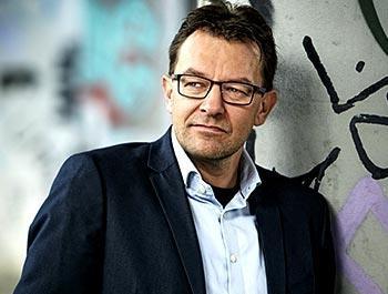Jeppe Søe foredragsholder Hjernevask og manipulation