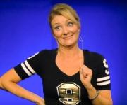 Mette Lisby er en oplevelse i alle instanser. Som både standupkomiker, skuespiller, tv-vært og forfatter begår hun sig nemt på scenen.