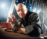 Michael Deutsch er en af europas bedste tryllekunstere. Han gør sig godt i comedy magic, stand-up, close-up og great illusions. Her får man virkeligt en oplevelse ud over alle virkelighedens grænser!