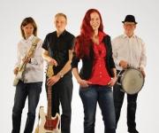 Safari band består af 5 dygtige kunstnere der har været tv-aktuelle. Med deres yndige forsanger er der garanti for underholdning