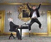 Stefan og Kim musikalske underværker fra Sverige. Stefan og Kim vælter alt med skøre indslag og musik i verdensklasse
