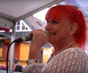 Få fornøjelsen af Susanne Lana Band. De spiller fra sagte dinérmusik til 60, 70 og 80'er hits til nutidens toner og Country & Western