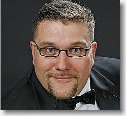 Amin Jensen booking af karftig komik