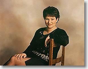 Janette Sund er charmerende og velsyngende solist og dansktop sangerinde i flere danseorkestre